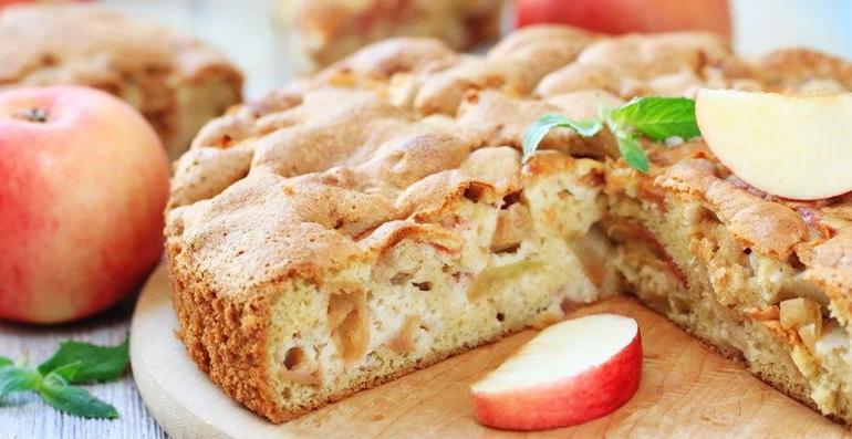 Шарлотка с яблокaми